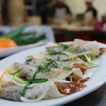 Peking duck hoisin sauce + cucumber + shallot cones (20)