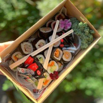 Fresh bite size sushi selection (30)