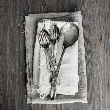 Knife, fork + napkin set